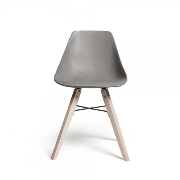 Beton Stuhl mit Sperrholzbeinen